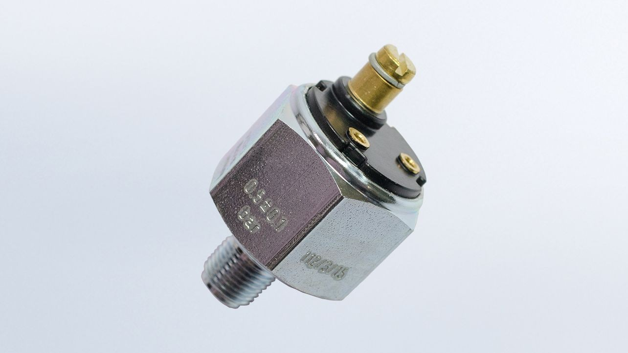 Pressure Switch, 13 PSI/.9 bar, Contact Closes as Pressure Falls,  Earth Ground M10x1