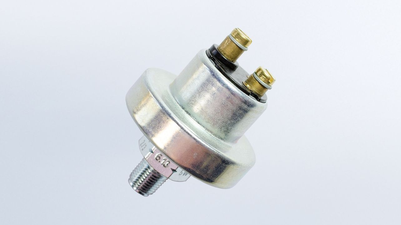 Pressure Switch,  65.25 PSI/4.5 bar, Contact Closes as Pressure Falls, Floating Ground,  M10x1