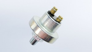 Pressure Switch, 78.3 PSI/5.4 bar, Contact Closes as Pressure Falls, Earth Ground,  M12x1.5